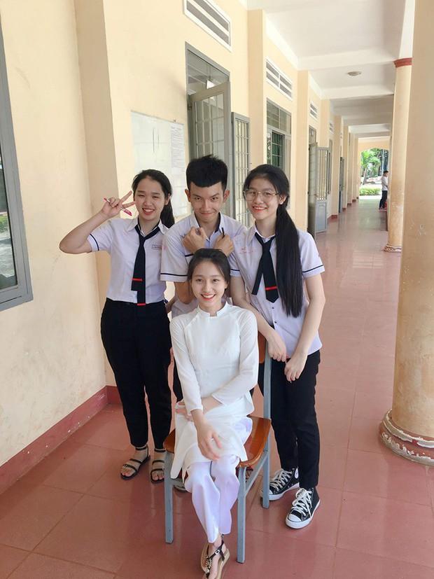 Nụ cười tỏa nắng của cô nữ sinh bị liệt 2 chân: Nhiều lúc em cảm thấy mình vẫn bình thường như mọi người - Ảnh 6.