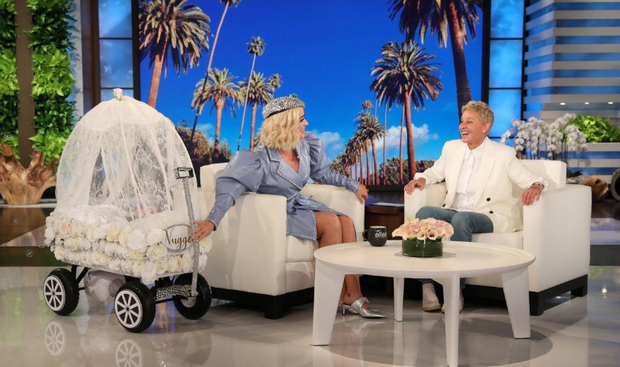Khổ thân thực sự: Katy Perry càng quảng bá cho ca khúc, Small Talk lại càng... flop! - Ảnh 1.
