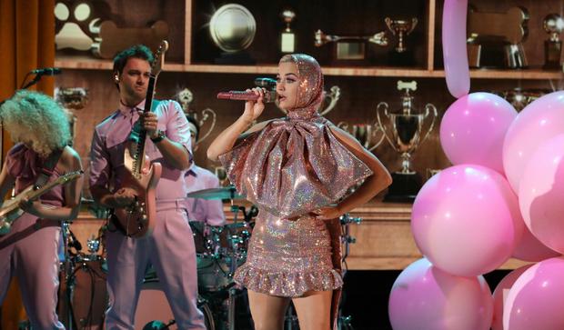 Khổ thân thực sự: Katy Perry càng quảng bá cho ca khúc, Small Talk lại càng... flop! - Ảnh 3.
