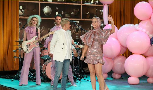 Khổ thân thực sự: Katy Perry càng quảng bá cho ca khúc, Small Talk lại càng... flop! - Ảnh 5.