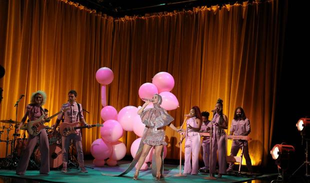 Khổ thân thực sự: Katy Perry càng quảng bá cho ca khúc, Small Talk lại càng... flop! - Ảnh 6.