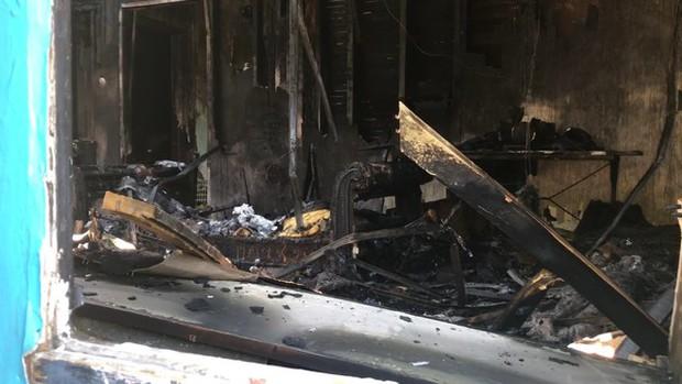Chú chó nhỏ dũng cảm hy sinh tính mạng để đổi lấy mạng sống cho cả gia đình chủ trong cơn hỏa hoạn giữa đêm tối - Ảnh 2.