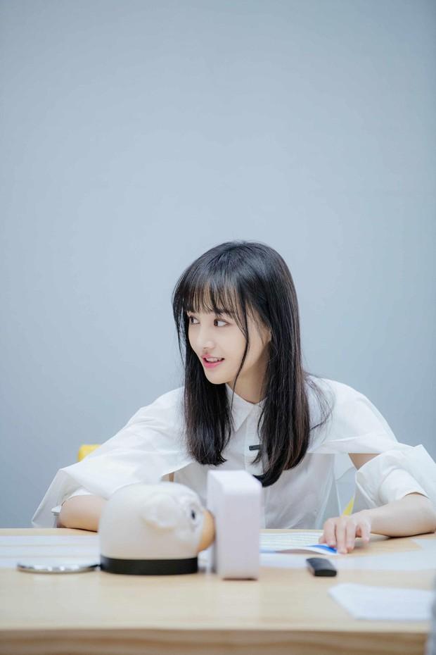 Xem loạt ảnh mới siêu xinh của Trịnh Sảng mới thấy cô nàng càng ngày càng có tướng phu thê với bạn trai CEO rởm - Ảnh 1.