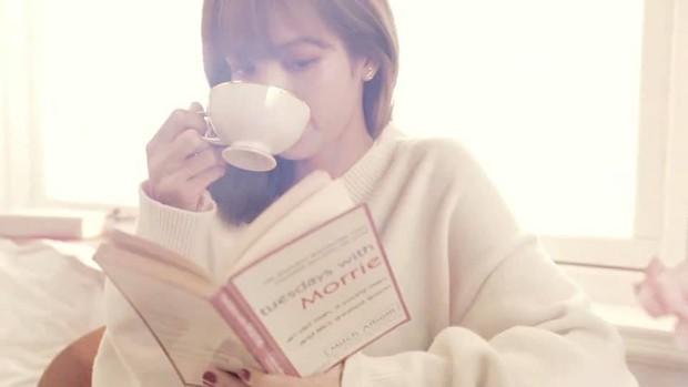 """Ăn bánh uống trà thôi mà Lisa (BLACKPINK) cũng phải ở 1 level khác: 30 giây là đủ """"ngất xỉu"""", """"truỵ tim"""" rồi! - Ảnh 9."""
