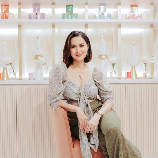 Đi dự khai trương thôi mà mỹ nhân đẹp nhất Philippines vẫn gây sốt vì quá xinh, vòng 1 lấp ló hút mắt - Ảnh 1.