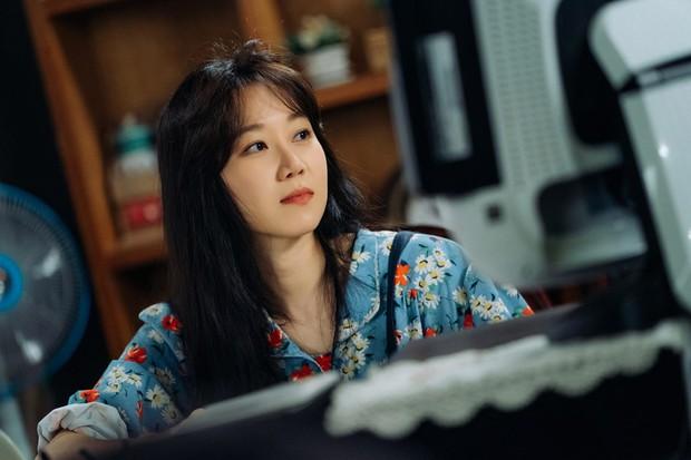 """Chị mẹ đơn thân"""" Gong Hyo Jin ở không rù quến trai trẻ Kang Ha Neul ngay tập 1 Khi Cây Trà Trổ Hoa - Ảnh 3."""