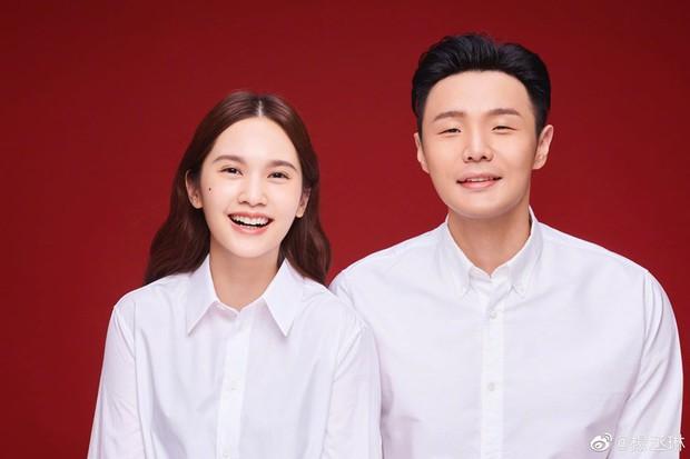 Cuối cùng Giáo chủ khả ái Dương Thừa Lâm đã chịu khoe ảnh kết hôn, cười tít mắt vì đã có người rước thật rồi - Ảnh 1.