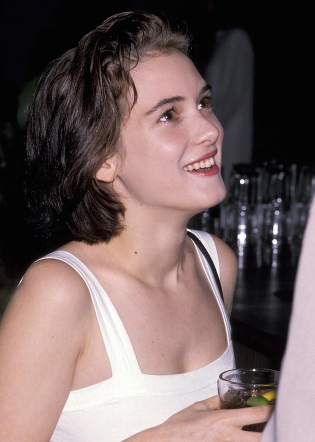 Loạt mỹ nhân Hollywood lột xác sau tuổi dậy thì: Anne Hathaway thay đổi ngoạn mục cũng không bằng tình cũ Johnny Depp - Ảnh 11.