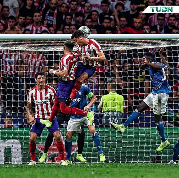 Lừa qua 4 cầu thủ đội bạn nhưng sút ra ngoài trong gang tấc, Ronaldo ôm đầu tiếc nuối cùng cực - Ảnh 8.