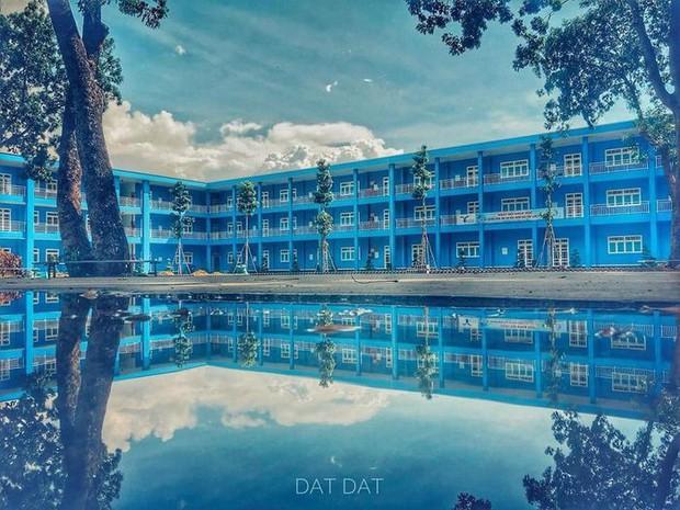 Trường bị mưa ngập nước nhưng vô tình tạo nên khung cảnh đẹp như Long Cung, nhìn thôi đã thấy mê rồi - Ảnh 4.