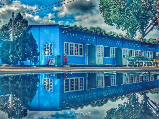 Trường bị mưa ngập nước nhưng vô tình tạo nên khung cảnh đẹp như Long Cung, nhìn thôi đã thấy mê rồi - Ảnh 3.