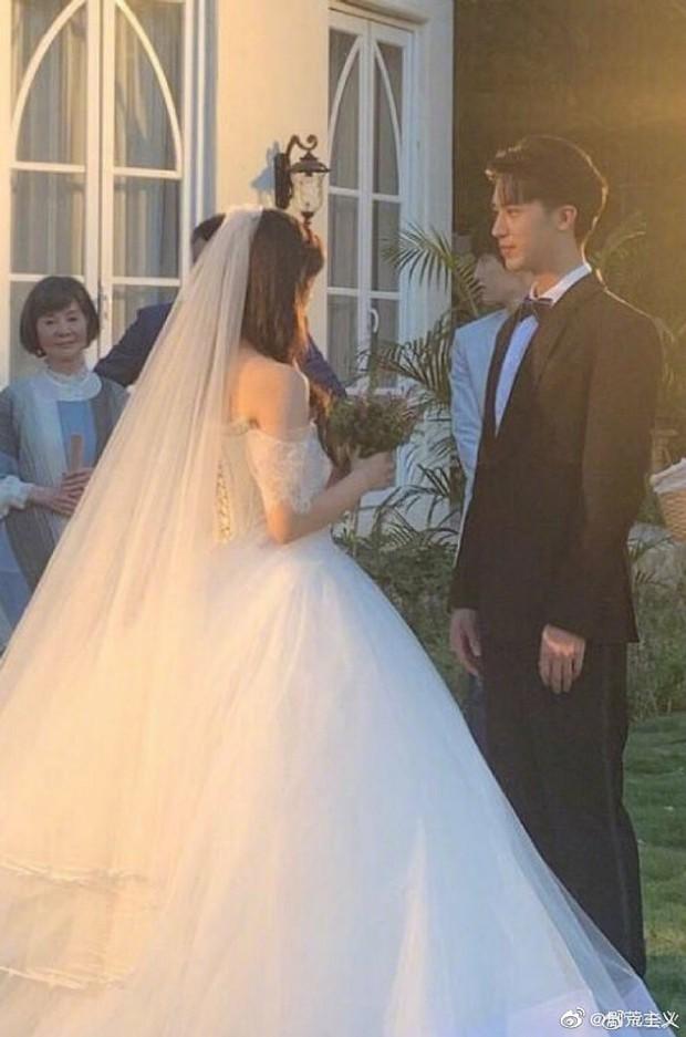 Rò rỉ ảnh váy cưới trong Full House bản Trung Quốc: được khen ăn đứt váy của Song Hye Kyo khi xưa - Ảnh 2.
