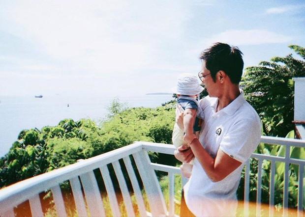 Tài tử Bộ Bộ Kinh Tâm Trịnh Gia Dĩnh khoe ảnh con trai đầu lòng và bà xã Hoa hậu Hong Kong kém 21 tuổi - Ảnh 2.