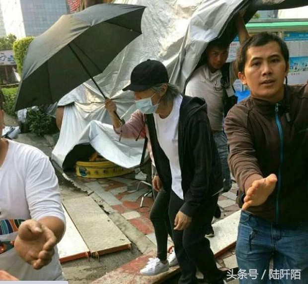 Châu Tinh Trì: Tài sản 7000 tỷ, sống cô độc, không bạn bè thân thích, già yếu đầy đáng thương - Ảnh 2.