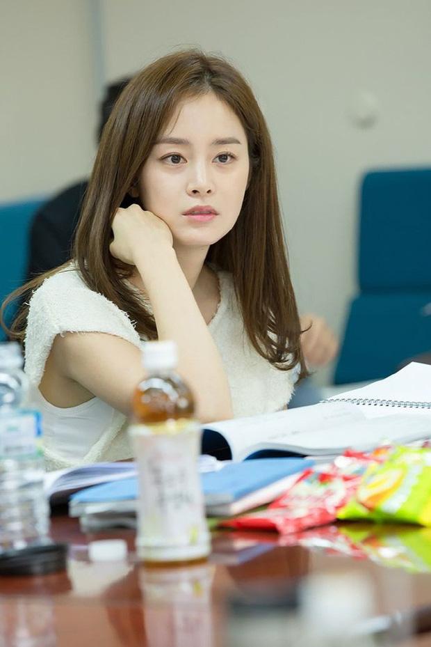 Kim Tae Hee chăm da cực cầu kỳ, bảo sao đã U40 mà vẫn đẹp như nữ thần khiến Rain mê tít - Ảnh 6.