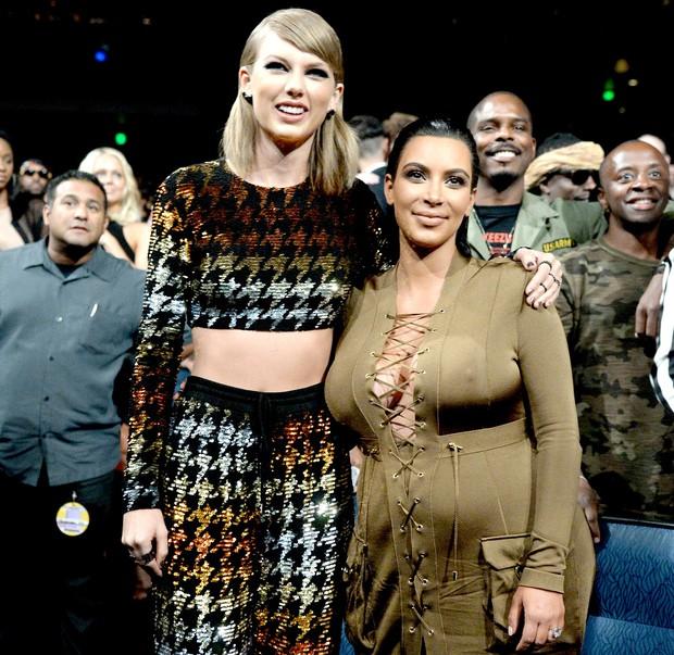 Nhân dịp phỏng vấn cho album mới, Taylor Swift tiện mồm lục lại thị phi năm xưa, thẳng thắn gọi Kanye West là kẻ hai mặt - Ảnh 3.