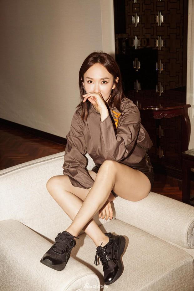 Không thể ngờ đây là Tiểu Long Nữ Phạm Văn Phương: U50 nhưng sành điệu, hack tuổi khó tin - Ảnh 1.