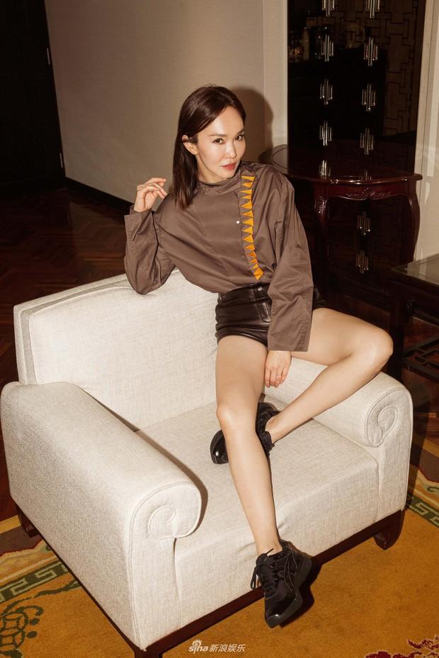 Không thể ngờ đây là Tiểu Long Nữ Phạm Văn Phương: U50 nhưng sành điệu, hack tuổi khó tin - Ảnh 2.