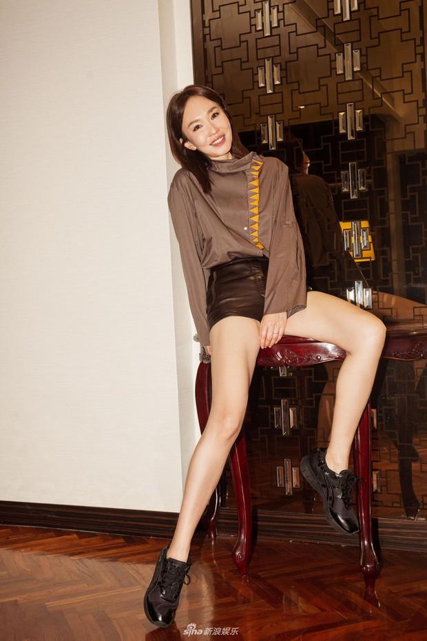 Không thể ngờ đây là Tiểu Long Nữ Phạm Văn Phương: U50 nhưng sành điệu, hack tuổi khó tin - Ảnh 4.