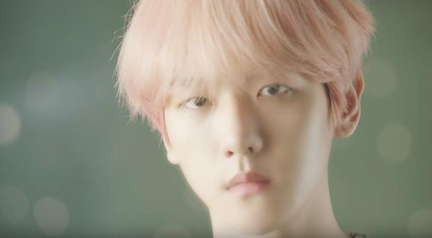 SM tung trailer cực chất của át chủ bài SuperM: Hàng loạt ẩn ý khó hiểu đằng sau vẻ đẹp trai, cool ngầu của Baekhyun - Ảnh 1.