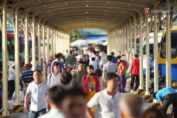 Kết thúc 3 ngày nghỉ lễ 2/9: Các bến xe ở Hà Nội quá tải, cửa ngõ TP.HCM kẹt cứng hàng ngàn phương tiện - Ảnh 19.