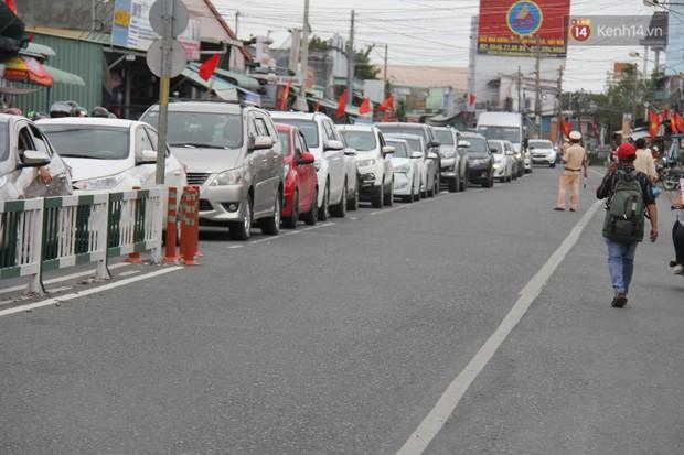 Kết thúc 3 ngày nghỉ lễ 2/9: Các bến xe ở Hà Nội quá tải, cửa ngõ TP.HCM kẹt cứng hàng ngàn phương tiện - Ảnh 39.