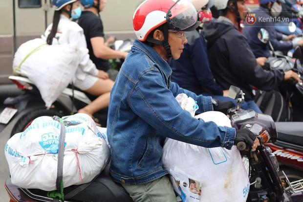 Kết thúc 3 ngày nghỉ lễ 2/9: Các bến xe ở Hà Nội quá tải, cửa ngõ TP.HCM kẹt cứng hàng ngàn phương tiện - Ảnh 33.