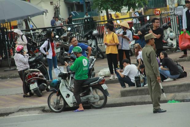 Kết thúc 3 ngày nghỉ lễ 2/9: Các bến xe ở Hà Nội quá tải, cửa ngõ TP.HCM kẹt cứng hàng ngàn phương tiện - Ảnh 2.