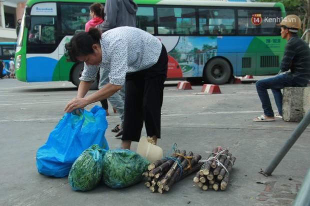 Kết thúc 3 ngày nghỉ lễ 2/9: Các bến xe ở Hà Nội quá tải, cửa ngõ TP.HCM kẹt cứng hàng ngàn phương tiện - Ảnh 17.