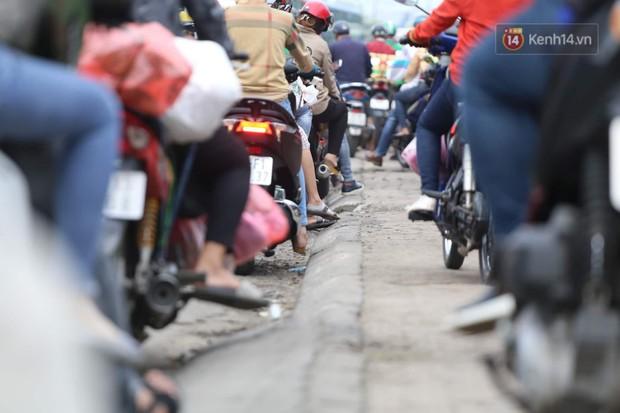 Kết thúc 3 ngày nghỉ lễ 2/9: Các bến xe ở Hà Nội quá tải, cửa ngõ TP.HCM kẹt cứng hàng ngàn phương tiện - Ảnh 35.