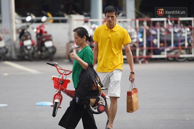 Kết thúc 3 ngày nghỉ lễ 2/9: Các bến xe ở Hà Nội quá tải, cửa ngõ TP.HCM kẹt cứng hàng ngàn phương tiện - Ảnh 11.