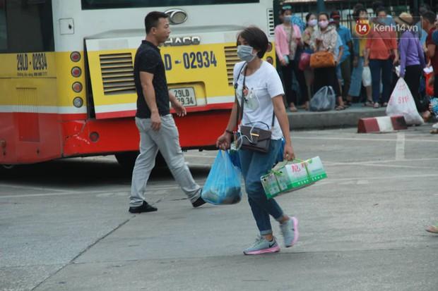 Kết thúc 3 ngày nghỉ lễ 2/9: Các bến xe ở Hà Nội quá tải, cửa ngõ TP.HCM kẹt cứng hàng ngàn phương tiện - Ảnh 18.