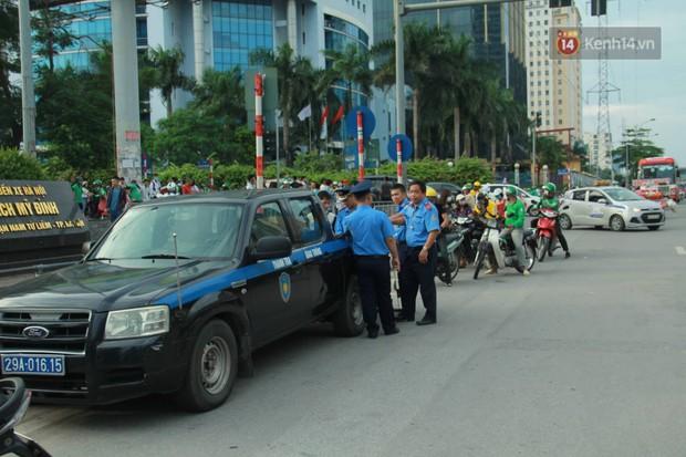 Kết thúc 3 ngày nghỉ lễ 2/9: Các bến xe ở Hà Nội quá tải, cửa ngõ TP.HCM kẹt cứng hàng ngàn phương tiện - Ảnh 7.