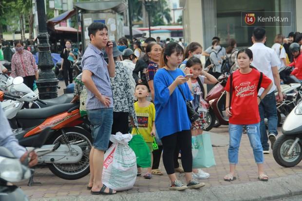 Kết thúc 3 ngày nghỉ lễ 2/9: Các bến xe ở Hà Nội quá tải, cửa ngõ TP.HCM kẹt cứng hàng ngàn phương tiện - Ảnh 4.