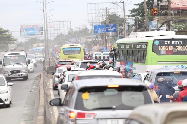 Kết thúc 3 ngày nghỉ lễ 2/9: Các bến xe ở Hà Nội quá tải, cửa ngõ TP.HCM kẹt cứng hàng ngàn phương tiện - Ảnh 34.