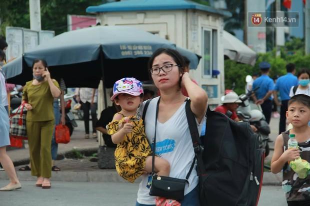 Kết thúc 3 ngày nghỉ lễ 2/9: Các bến xe ở Hà Nội quá tải, cửa ngõ TP.HCM kẹt cứng hàng ngàn phương tiện - Ảnh 5.