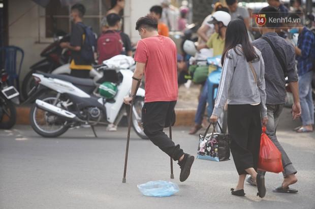 Kết thúc 3 ngày nghỉ lễ 2/9: Các bến xe ở Hà Nội quá tải, cửa ngõ TP.HCM kẹt cứng hàng ngàn phương tiện - Ảnh 13.