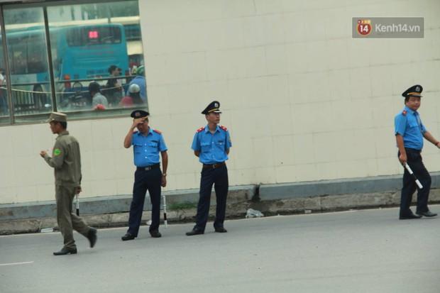 Kết thúc 3 ngày nghỉ lễ 2/9: Các bến xe ở Hà Nội quá tải, cửa ngõ TP.HCM kẹt cứng hàng ngàn phương tiện - Ảnh 3.