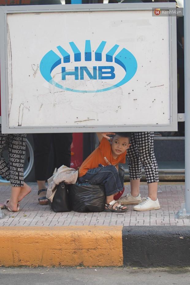 Kết thúc 3 ngày nghỉ lễ 2/9: Các bến xe ở Hà Nội quá tải, cửa ngõ TP.HCM kẹt cứng hàng ngàn phương tiện - Ảnh 14.