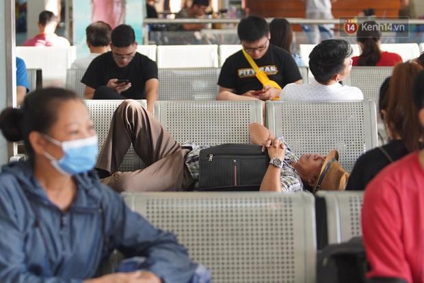 Kết thúc 3 ngày nghỉ lễ 2/9: Các bến xe ở Hà Nội quá tải, cửa ngõ TP.HCM kẹt cứng hàng ngàn phương tiện - Ảnh 22.