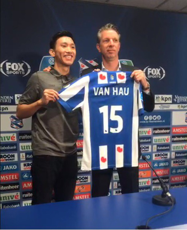 Đoàn Văn Hậu chính thức ra mắt SC Heerenveen: Khoác áo số 15, khẳng định sẽ không làm gia đình và người hâm mộ thất vọng - Ảnh 2.
