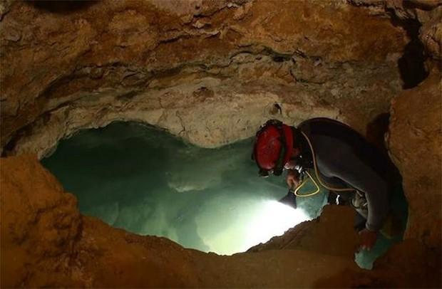 Cái hang này suốt 5,5 triệu năm đã tách biệt hoàn toàn với thế giới bên ngoài, và đây là những gì nó đang cất giấu - Ảnh 1.