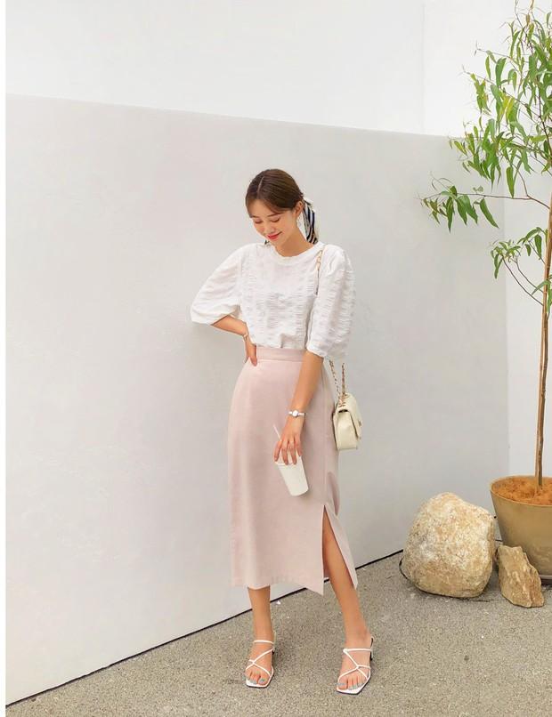 Quá xinh nên chẳng thể làm ngơ: 12 ý tưởng diện áo sơ mi/blouse + chân váy giúp nàng công sở tỏa sáng hơn cả nắng thu - Ảnh 6.