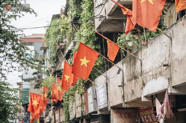 Hà Nội của sớm mai ngày Tết Độc lập: Buổi lễ chào cờ thiêng liêng trước Quảng trường Ba Đình, đường phố bình yên nhẹ nhàng - Ảnh 13.
