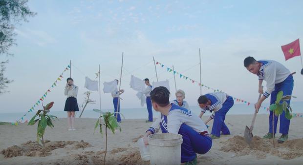 Linh Ka bị cây bàng non rơi trúng đầu trong MV của Phan Duy Anh, lọt thẳng vào #26 Top Trending - Ảnh 5.
