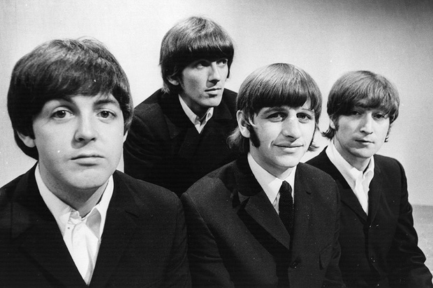 Review Yesterday: Nhấn chìm trong hồi ức ngọt ngào về The Beatles và rung rinh với màn cameo chiếm sóng của Ed Sheeran! - Ảnh 13.