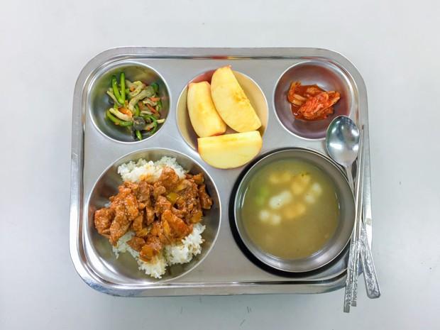 Những mâm cơm canteen hảo hạng ở Hàn Quốc: Vì trẻ em xứng đáng với điều tốt đẹp nhất - Ảnh 3.