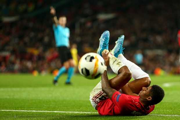 Các chân sút đột nhiên vô duyên đến lạ kỳ, MU phải nhờ tới một cú xâu kim mới đánh bại đối thủ tí hon ở trận ra quân tại Europa League - Ảnh 2.