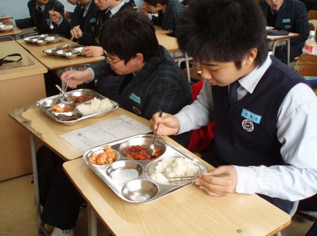 Những mâm cơm canteen hảo hạng ở Hàn Quốc: Vì trẻ em xứng đáng với điều tốt đẹp nhất - Ảnh 7.