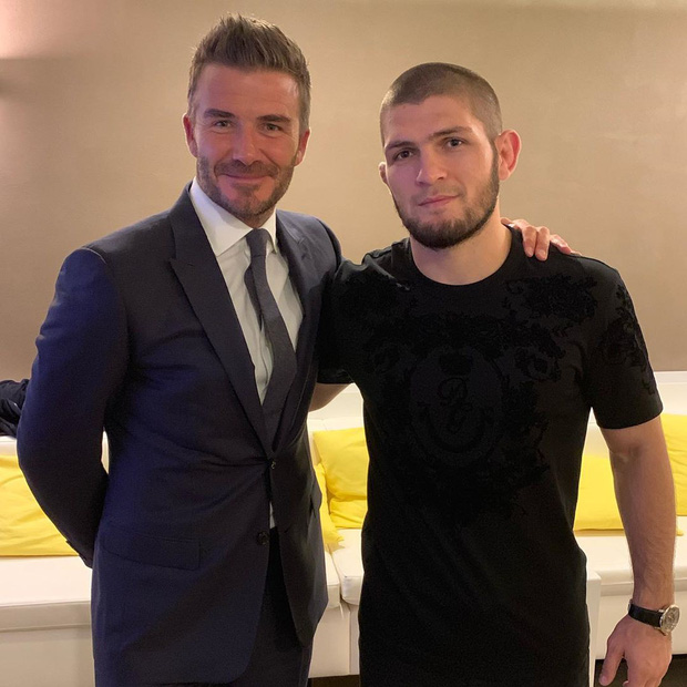Đứng cạnh người đàn ông đáng sợ nhất thế giới, biểu cảm của Beckham lập tức bị soi và các fan đã tìm ra điều hài hước này - Ảnh 1.
